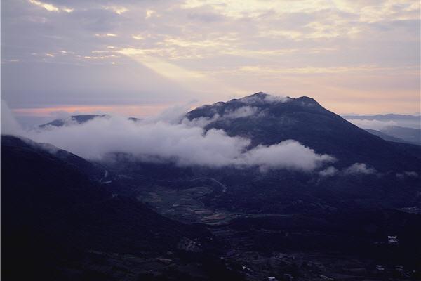 日照七星山 / 安世中攝,陽明山國家公園管理處提供
