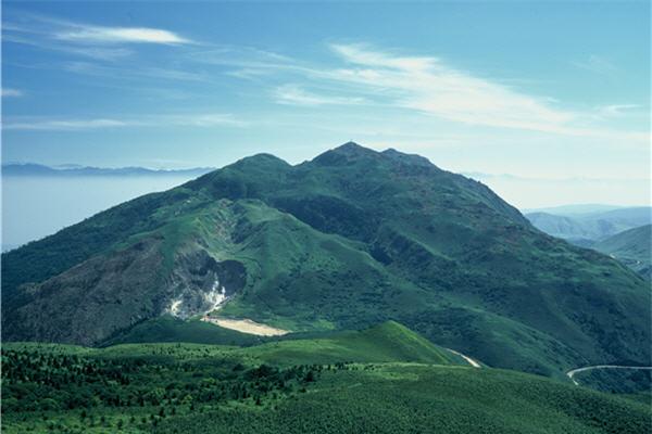 遠眺七星山 / 安世中攝,陽明山國家公園管理處提供