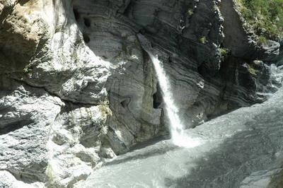 壺穴及湧泉