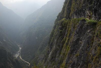 錐麓斷崖與溪谷