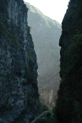 霧中看流芳橋峽谷