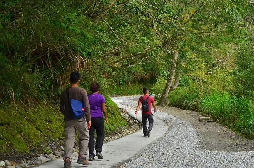 Accessible surfacing has been added to the Baiyang Trail. The safety facilities of the trail have also been strengthened