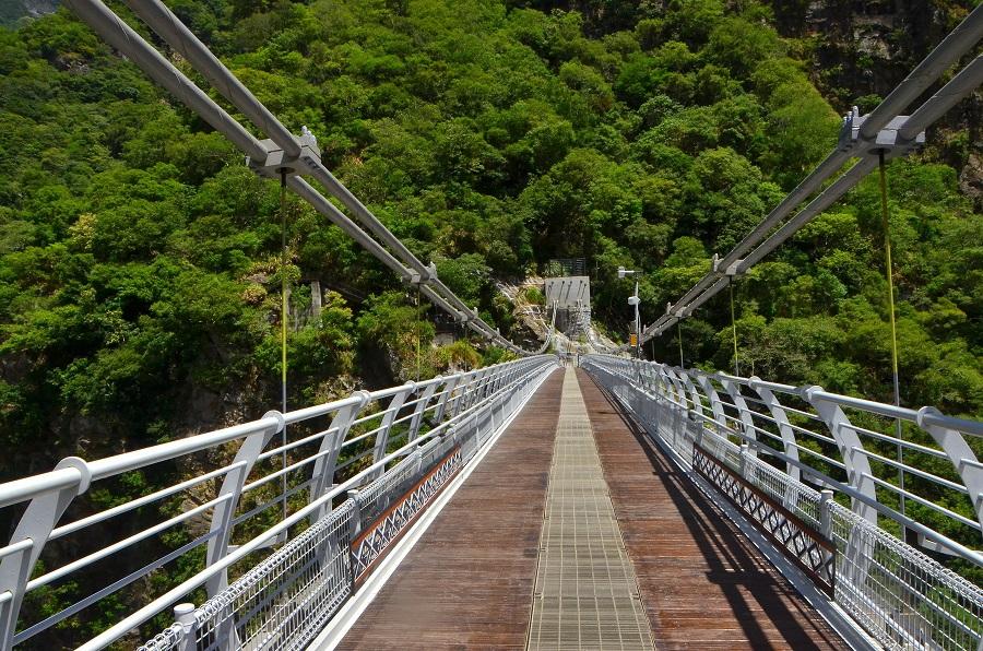 山月吊橋橋面