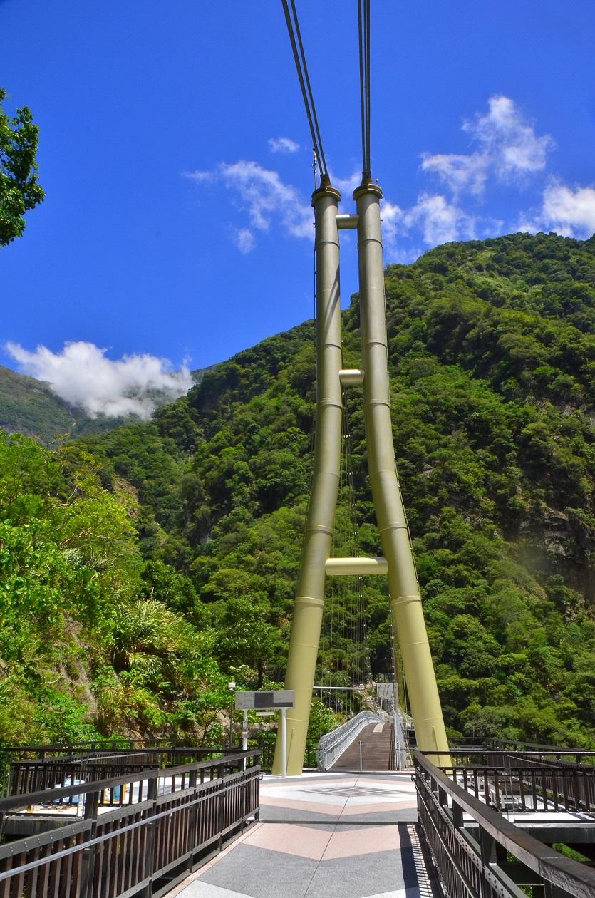 山月吊橋南面橋台