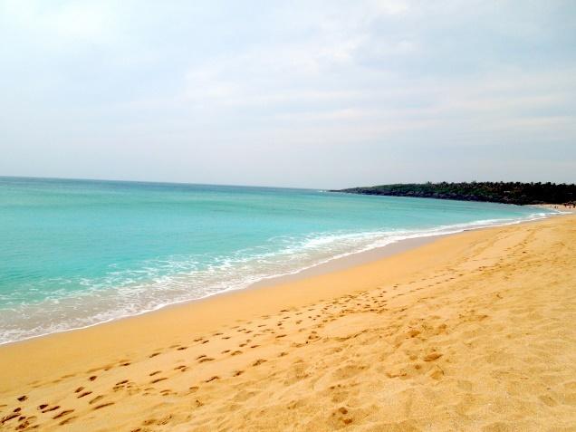 潔白蔚藍的白砂
