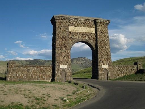 黃石國家公園北區入口(圖片取自flickr,攝影師Richie Diesterheft)