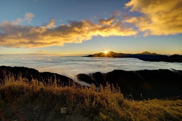 桃山山頂日出景象