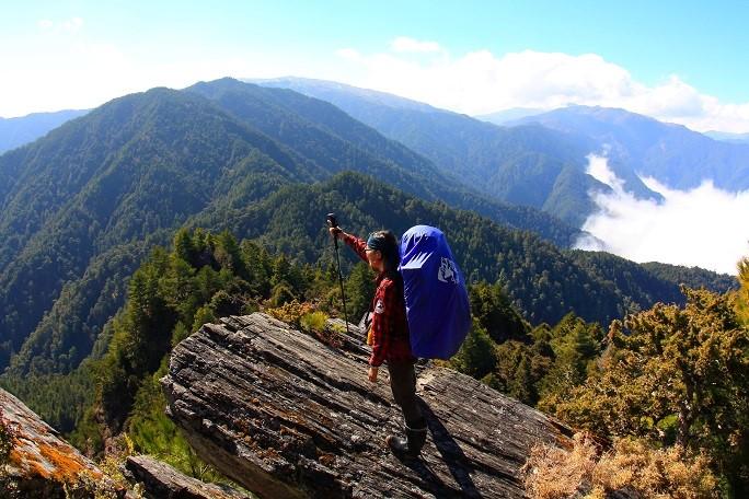 站在連里山前的大岩石,可回望今天走過的路線