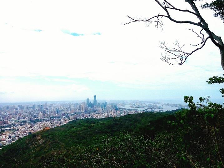 壽山是高雄人的城市荒野,一入山不到20分鐘,就可以感受不同於都市的躁熱與忙碌,洗盡上班的鉛塵與疲憊